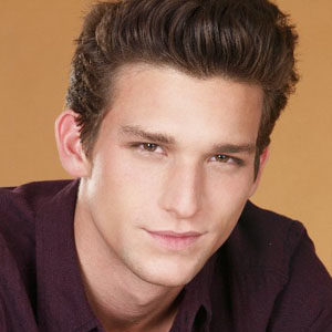 Daren Kagasoff Profile| Contact Details (Phone number, Email, Instagram, Twitter)